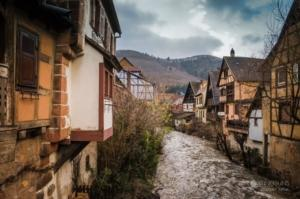 riverside-houses-christmas-kaysersberg-alsace-france